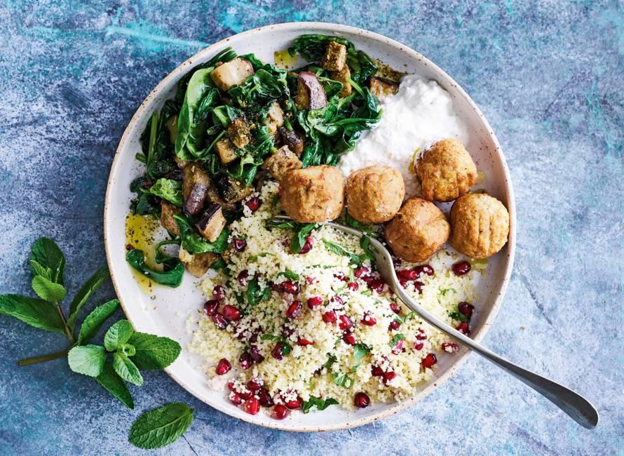Marokkaanse couscous met aubergine en falafel