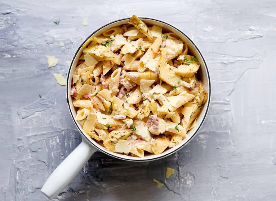 Snelle pasta met artisjok, romige ricotta en spek