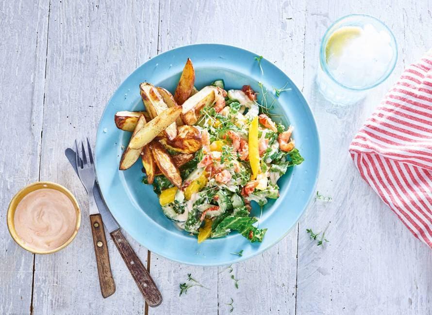 Zomerse salade met mango, rivierkreeft en ovenaardappelen