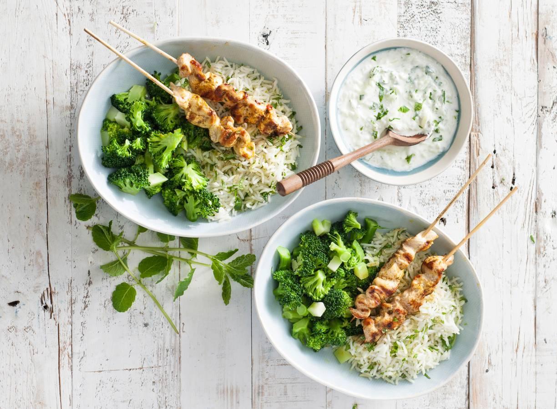 Indiase kipspiesjes met broccoli en rijst