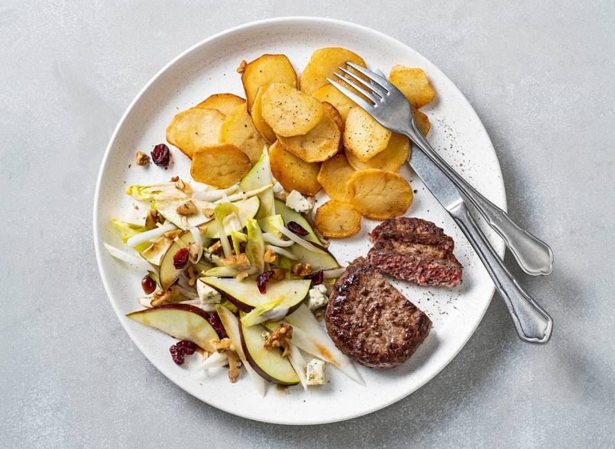Steak de boeuf en witlofsalade met peer en blauwe kaas