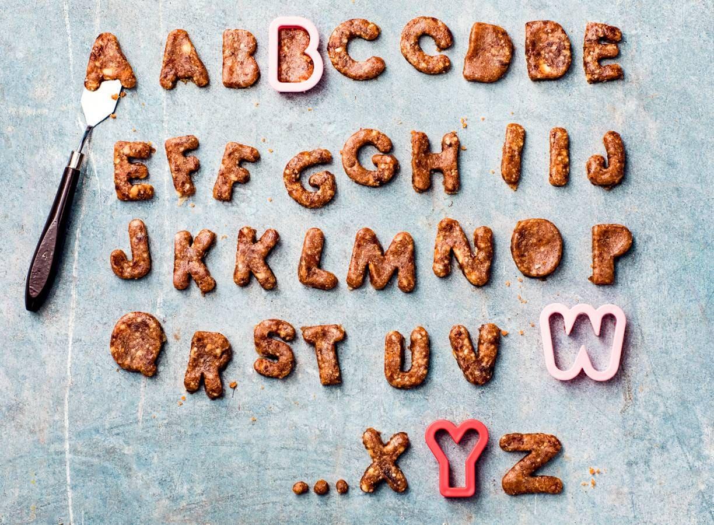 No bake dadel-cashew-letterkoekjes