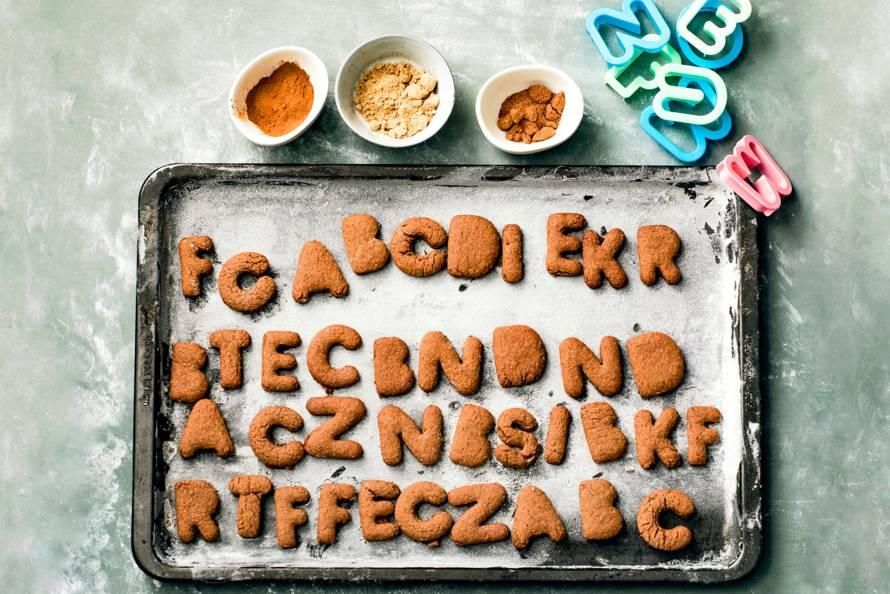 Volkoren-gingerbread letterkoekjes