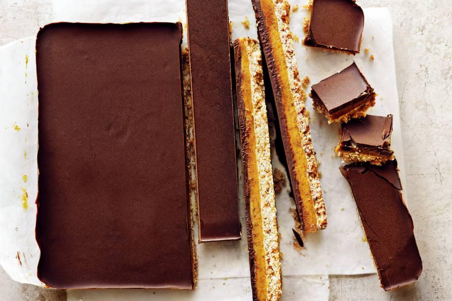Chocolade-karamelplaatkoek van Donna Hay