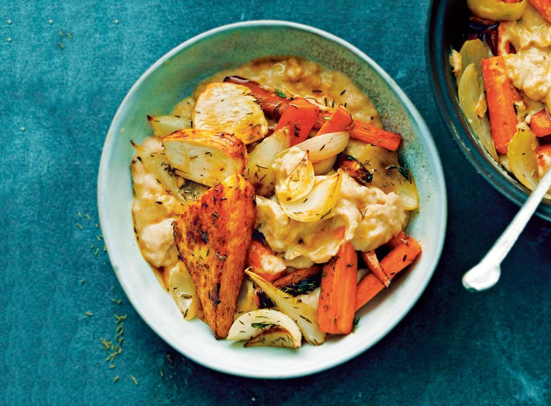 Hutspot van witte bonen en gekruide kip
