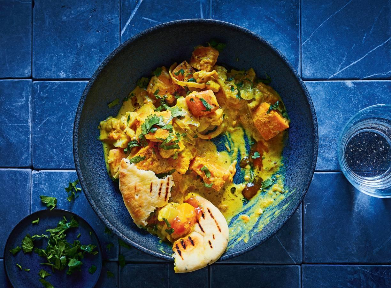 Pompoencurry met ui en bloemkool