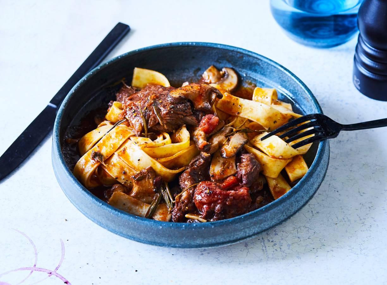 Rundvlees in rode wijn met pasta