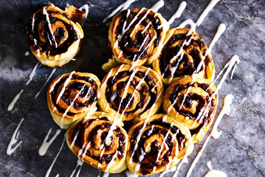 Kaneelbroodjes met walnoten en rozijnen