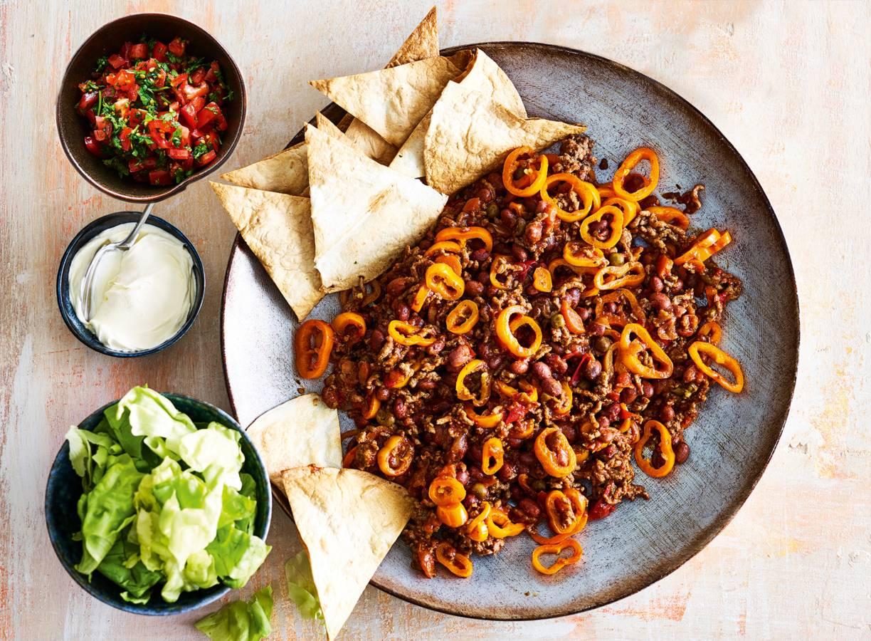 'Burrito'-schotel met knapperige tortillapuntjes