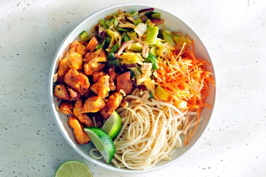 Aziatische kip met pittige noedelsalade