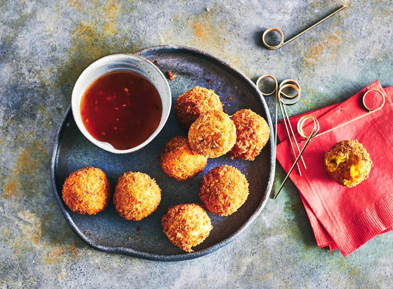Pompoenbitterballen met geitenkaas en chorizo