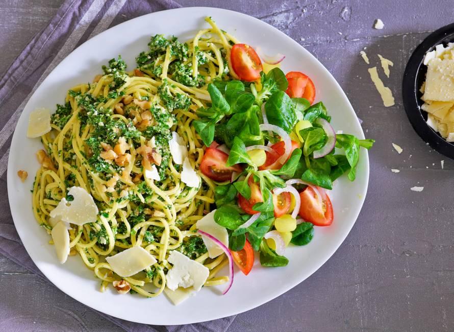 Spaghetti met boerenkoolpesto & cherrytomaten