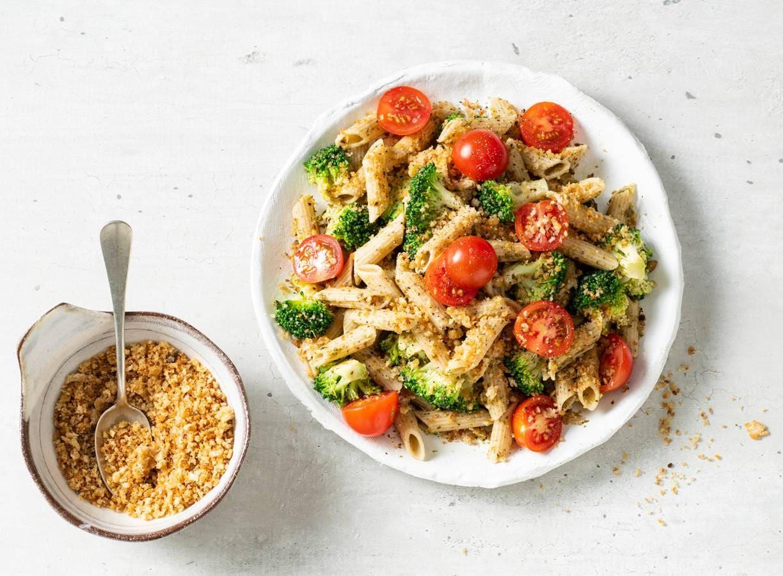 Pasta pesto met broccoli, knoflookkruim en cherrytomaten
