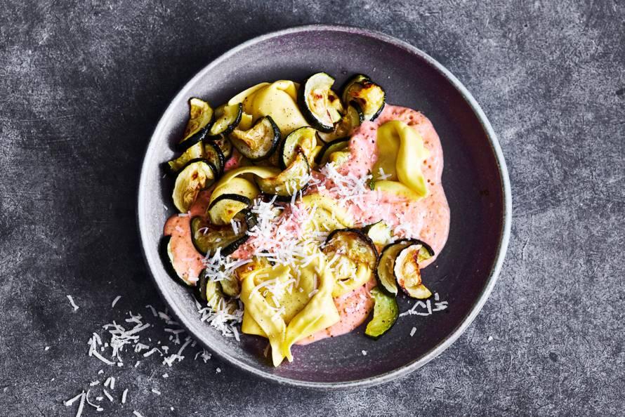 Gevulde pasta met tomatensaus