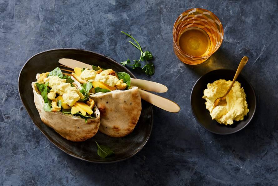Indiase sandwich gebakken kip met eisalade