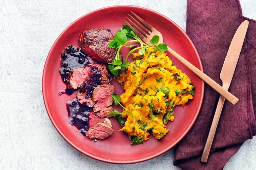 Ossenhaas met rodewijnsaus & zoete-aardappelstamppot met waterkers