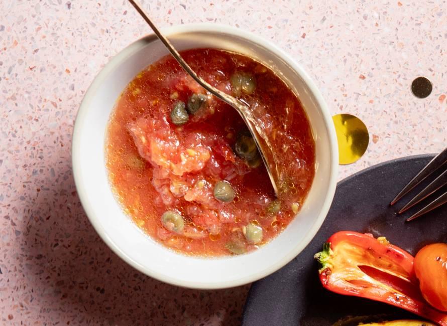 Tomatensalsa van geraspte rauwe tomaten