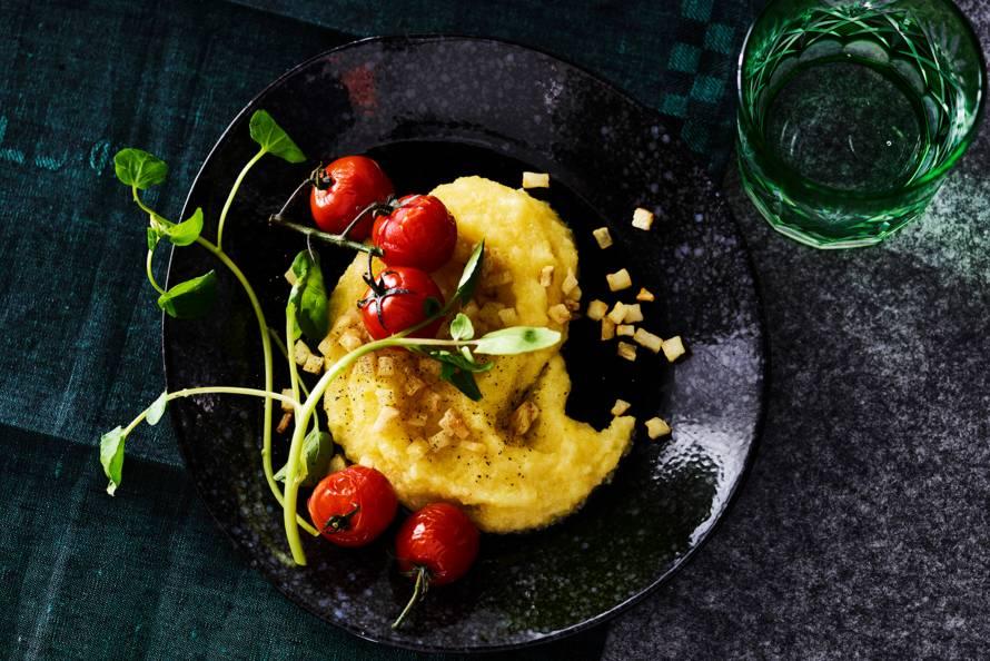 Truffelpolenta met knolselderij en tomaatjes