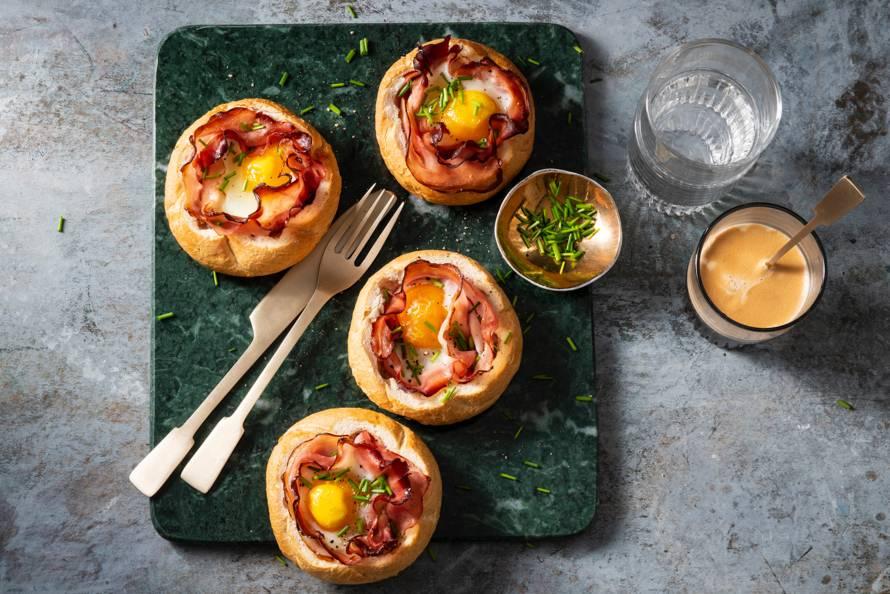 Kaiserbroodjes gevuld met ei en ham