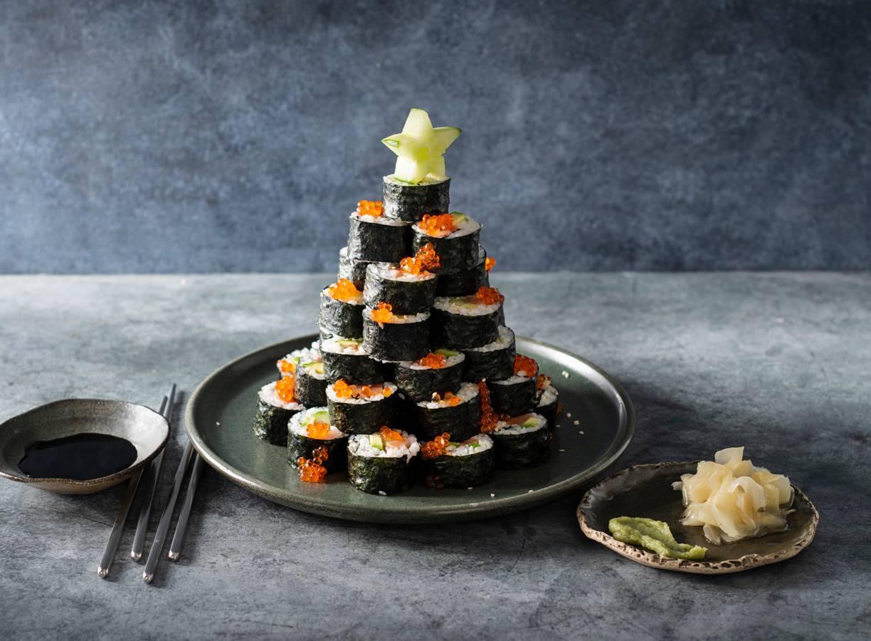 Kerstboom van sushi