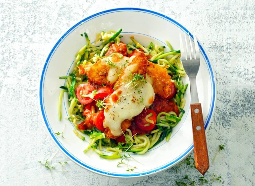Gegratineerde krokante kiphaasjes met courgettespaghetti