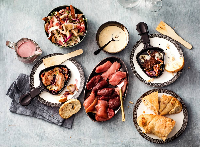Portsaus en pepersaus, paddenstoelen en couronne brood