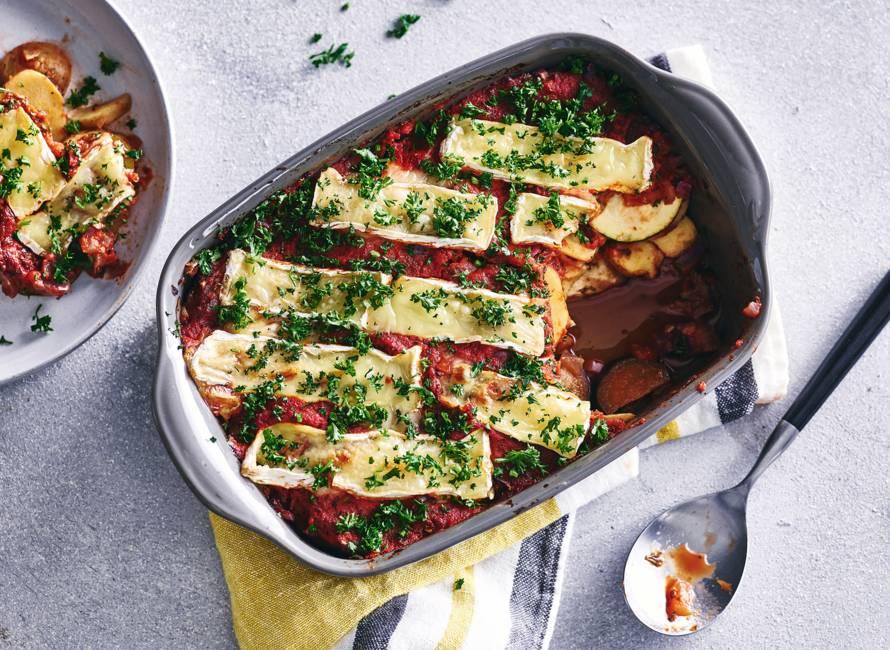Ratatouille met aubergine, courgette, aardappel & camembert