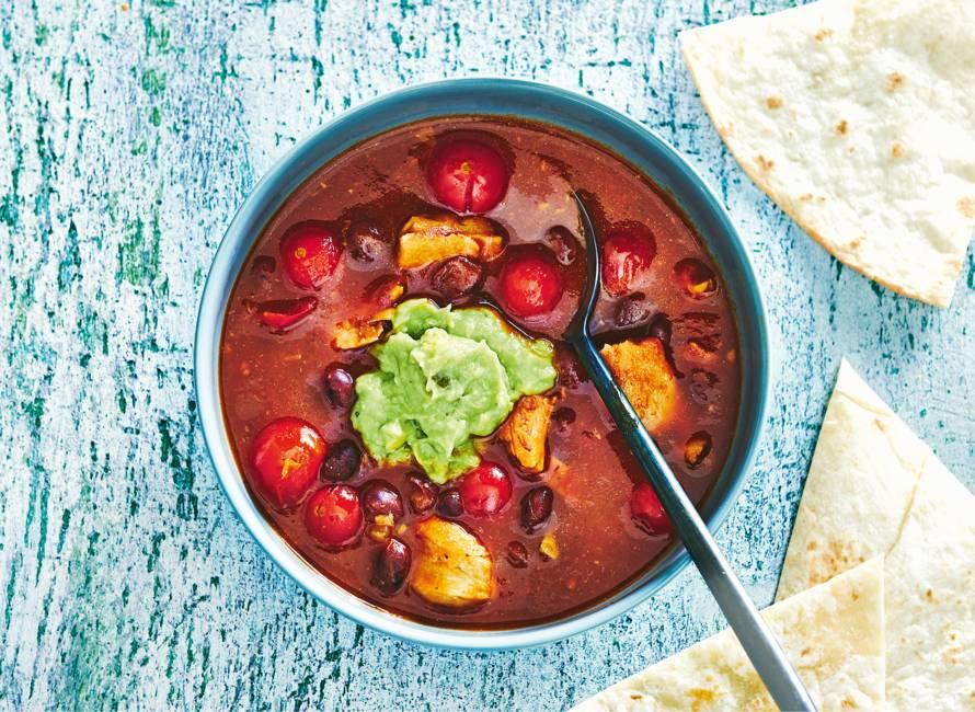 Supersnel spicy bonensoepje met guacamole