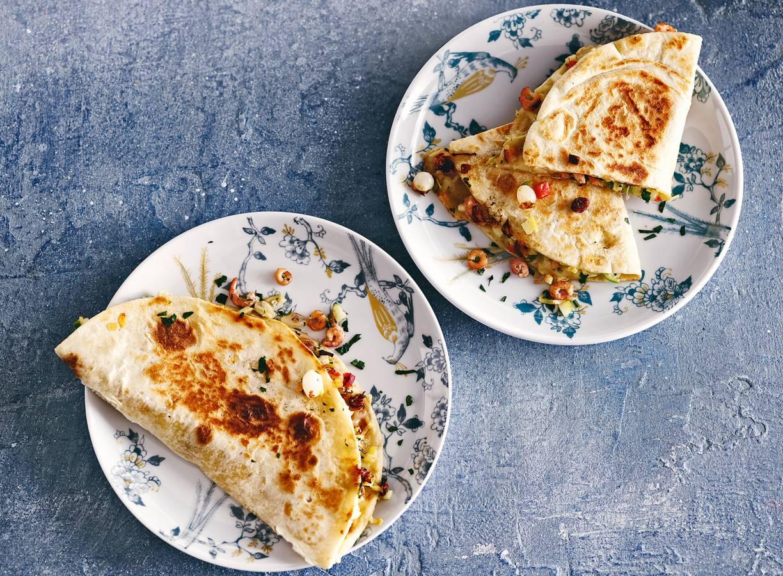 Piadine met Hollandse garnalen, oude kaas, appel & selderij