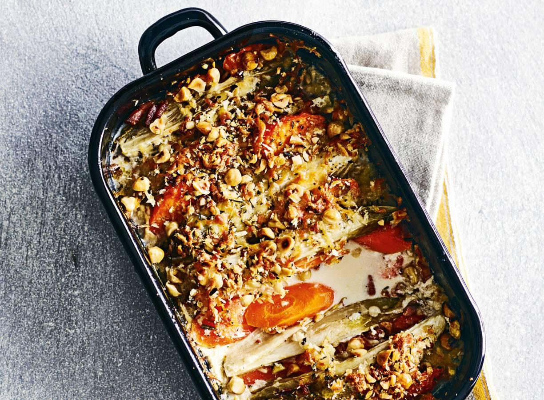 Witlof & wortel gegratineerd met panko, hazelnoten & spek