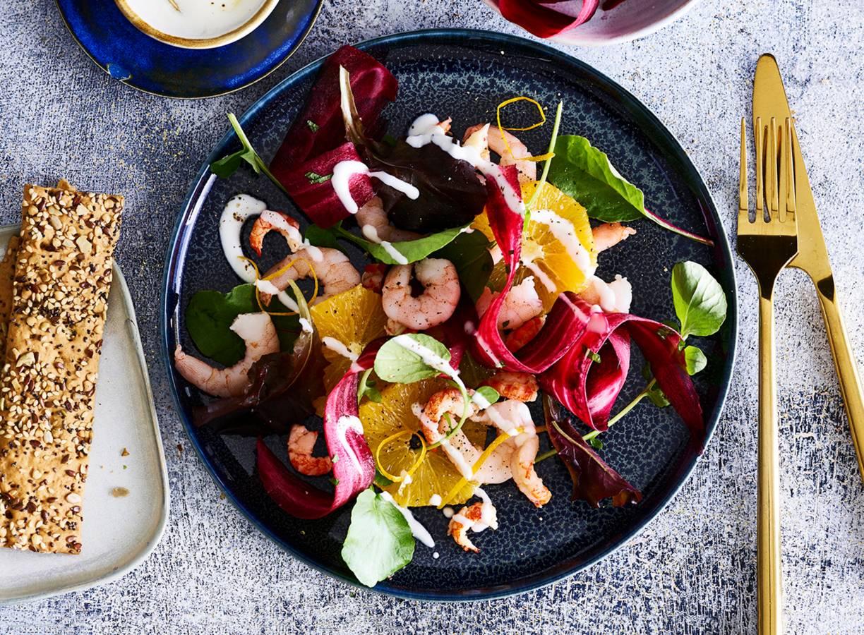 Salade van garnalen, rivierkreeftjes & paarse wortellinten