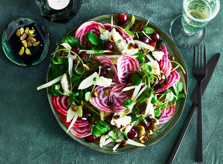 Salade van chioggiabiet, geitenkaas, waterkers & pistachenoten