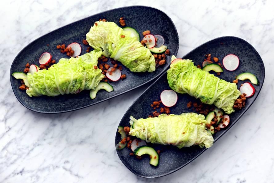 Koolwraps met vegagehakt, komkommer en radijs - Recept ...