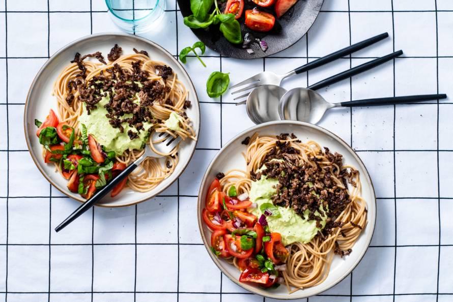 Volkoren pasta met avocadosaus en gehakt van tartaar