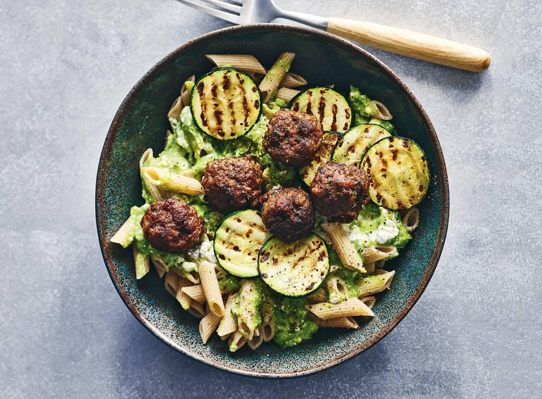 Penne met gehaktballetjes, courgette & broccolisaus