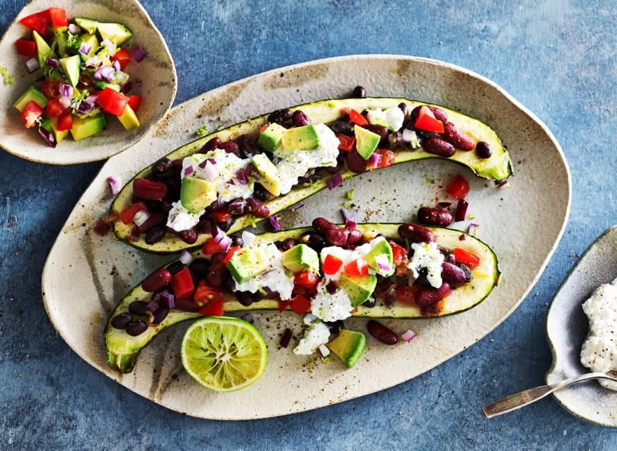 Mexicaans gevulde courgette met avocadosalsa