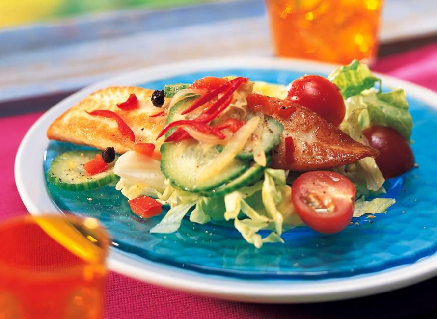 Salade met tilapiafilet