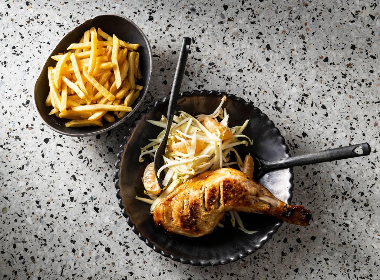 Kip met witlofsalade en ovenfriet
