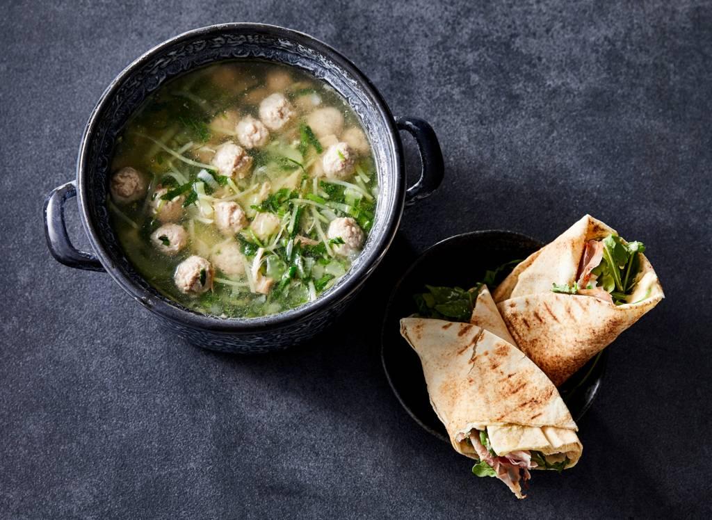 Snelle kippensoep met Libanese wraps