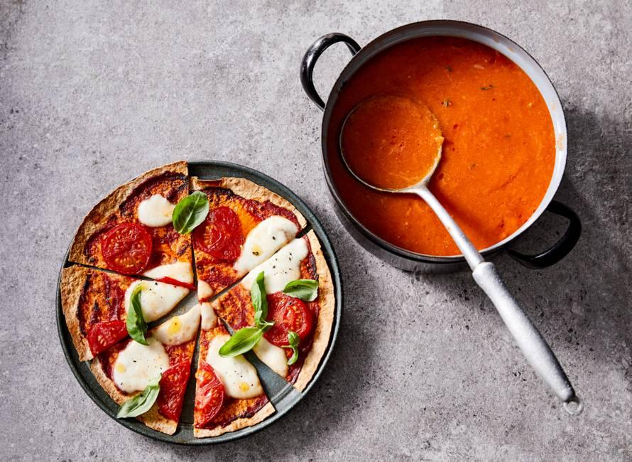 Verse tomatensoep met tortillapizza