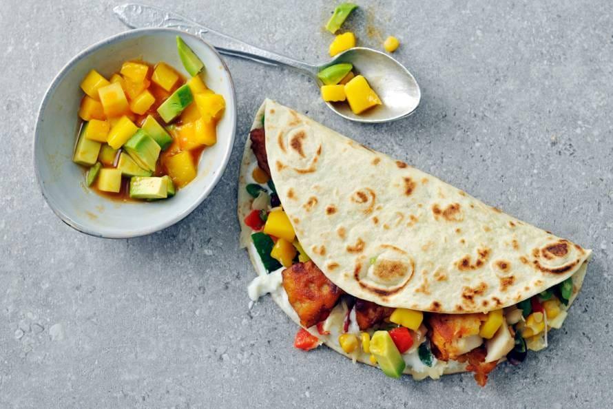 Vistortilla's met kibbeling en Mexicaanse groenten