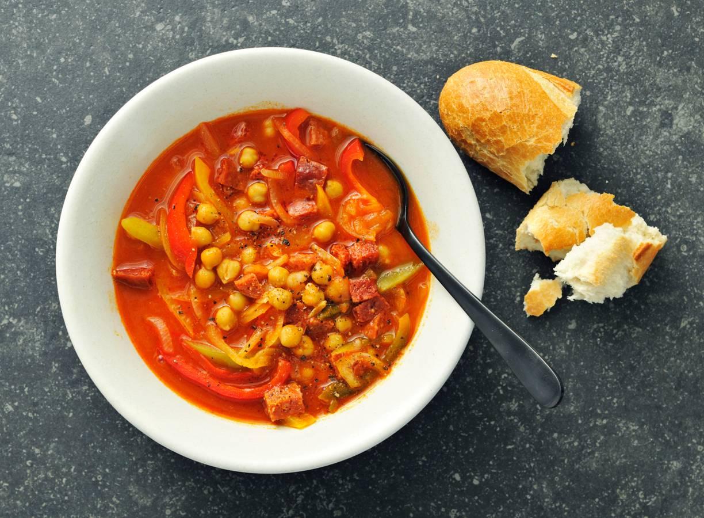 Spaanse maaltijdsoep met chorizo