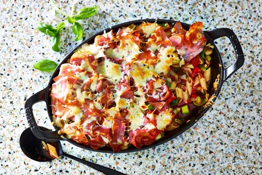 Ovenschotel met pasta, groenten en rauwe ham