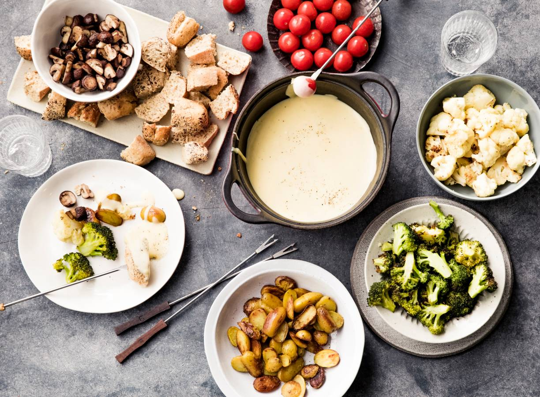 Boerenkaasfondue met groenten, krieltjes & brood