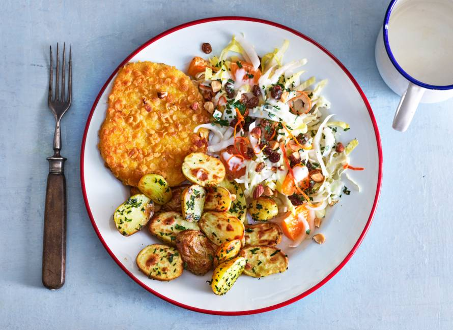 Kaasschnitzel met knoflookkrieltjes en salade van witlof & mandarijn