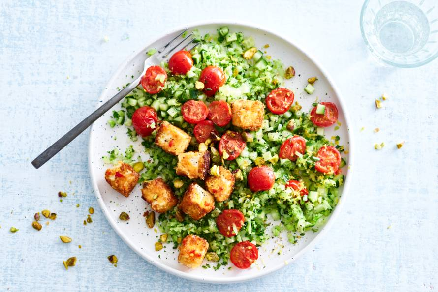 Couscous van broccolirijst, verse kruiden, pistache & witte kaas