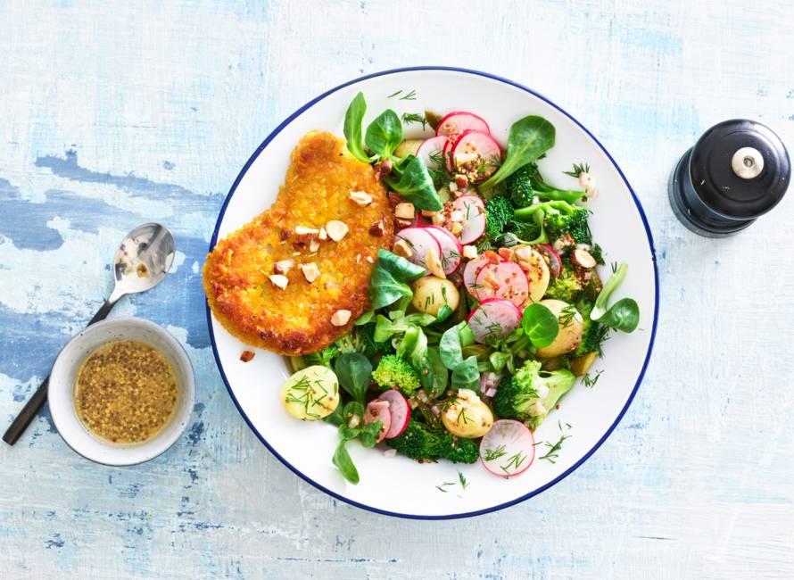 Vegaschnitzel met salade van aardappel, broccoli & dille