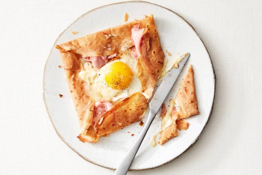 Bretonse galettes met ham, gruyère en ei
