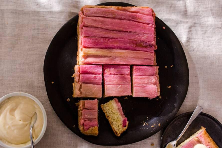 Omgekeerde rabarbercake met lemoncurdcrème