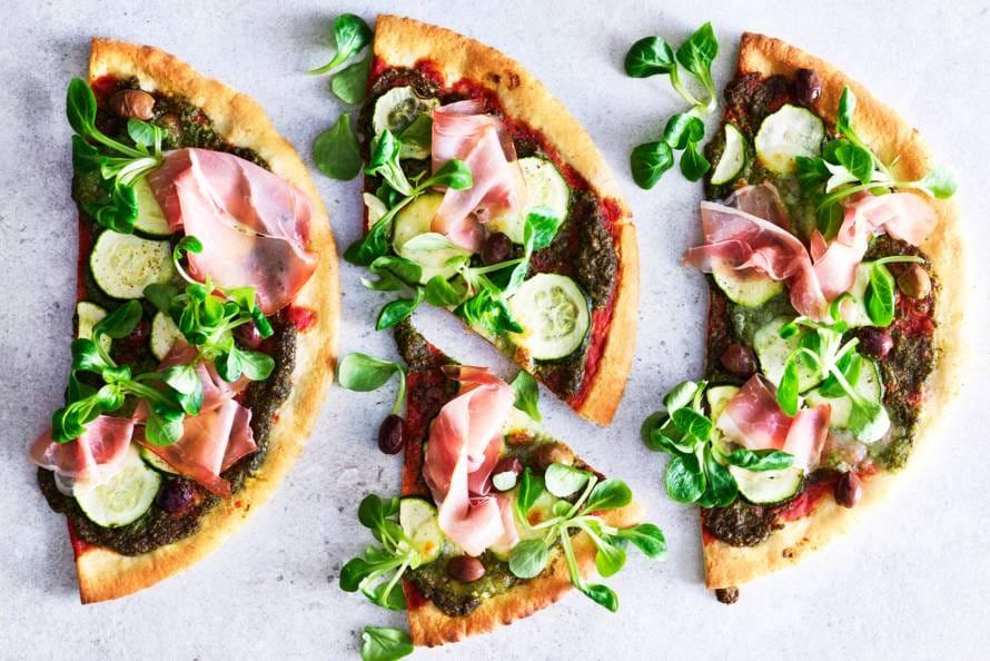 Pizza met courgette en veldslapesto